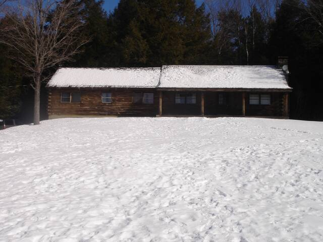 Vermont Cabin - All Necessary Amenities - Hartford