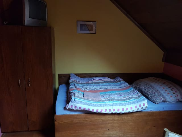 Room 5 - bed A