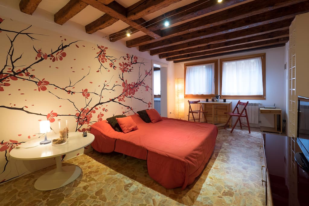 Renewed maddalena design apartment apartments for rent for Design apartment venice
