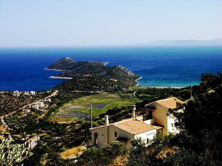Aeolos Villa Overlooking the Aegean sea