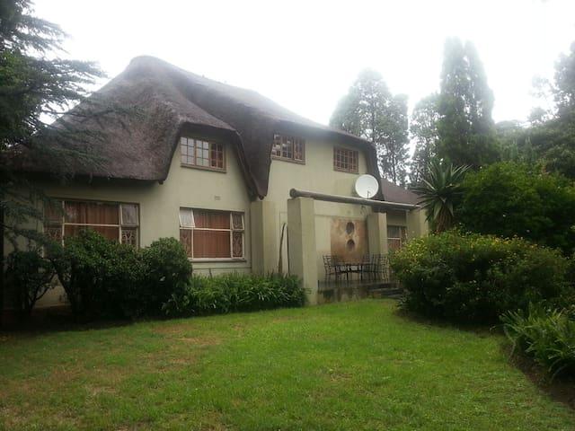 The Thatch Lodge - Germiston - Oda + Kahvaltı