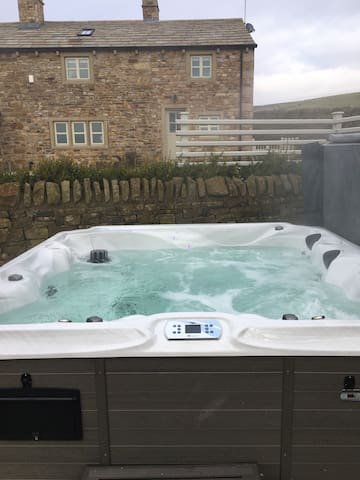 Beautifull farm house conversion, Hot tub, Wifi - Grindleton