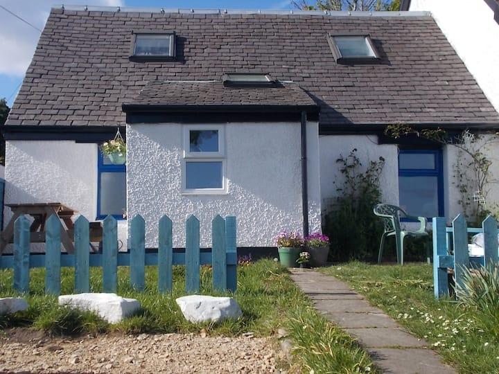 Quirky house, organic garden, sea views - sleeps 4