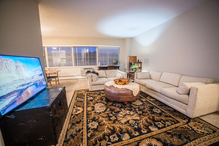 Country Club Plaza Condo with  Gym
