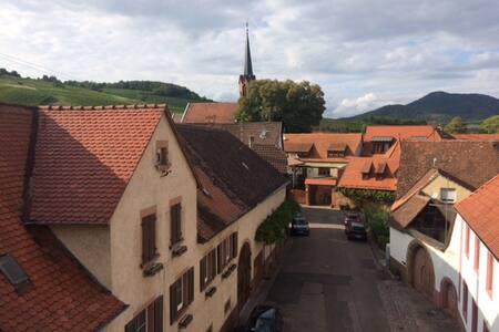 Traumhafte Dachwohnung im Weinort