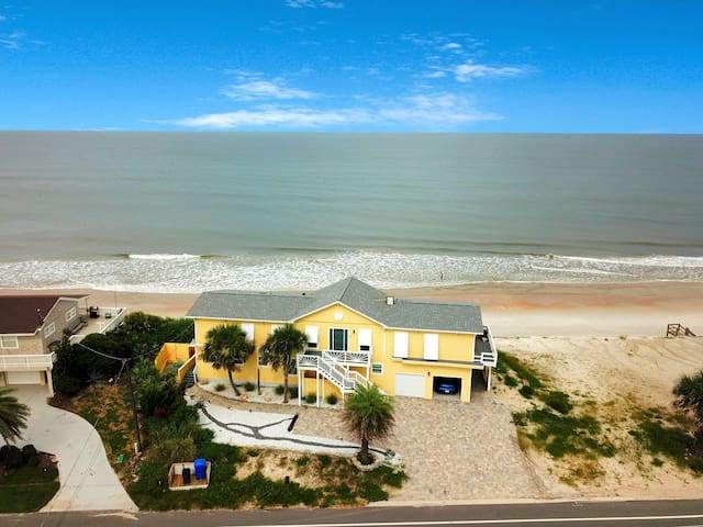 Oceanfront home w/ boardwalk, kitchenette, outdoor spaces close to downtown!