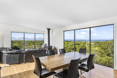 Freycinet Vista - Secluded Beachside Retreat