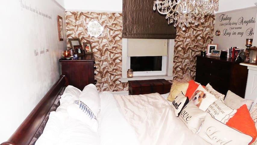 SUPER KINGSIZE 1 Bed apartment parking & garden - Merseyside - Lägenhet