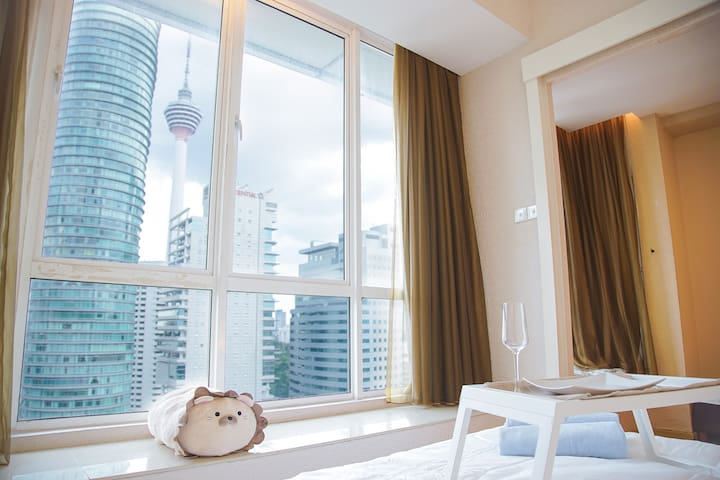 Cozy Suites - 5 mins walk to KLCC (SUPER WIFI)