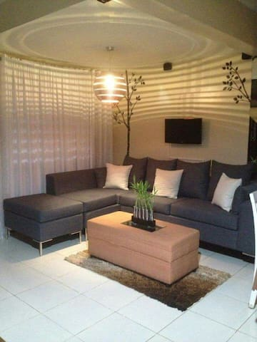 Entire Fully Furnished 2BR 2-Storey Townhouse - Cainta - Dům