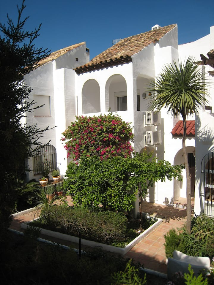Beautiful Town House With Air Conditioning In Secure Urbanisation. Internet.