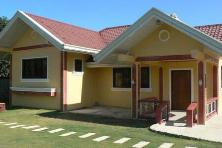 Golden V Farm House - Guimba - House