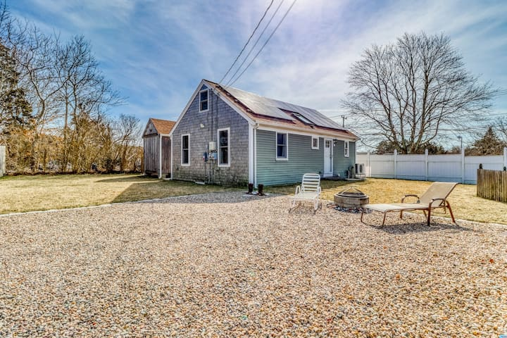 Cozy Yarmouth home off Main Street w/ furnished patio, private grill, & firepit