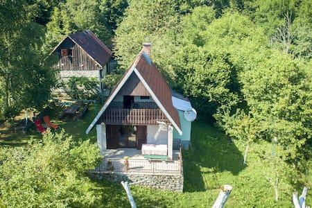 Rural house with splendid mountains view, 2 terraces, nice veranda lovely garden