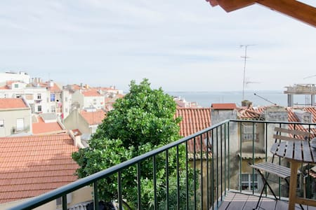 Sunny & historical with river view - Lisbon - Apartment