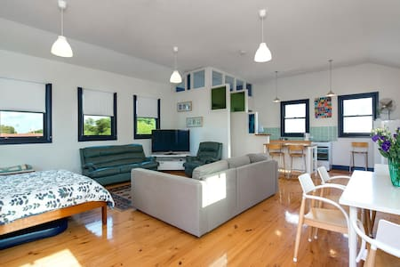 Upstairs Studio near Beach - Brighton - Apartemen
