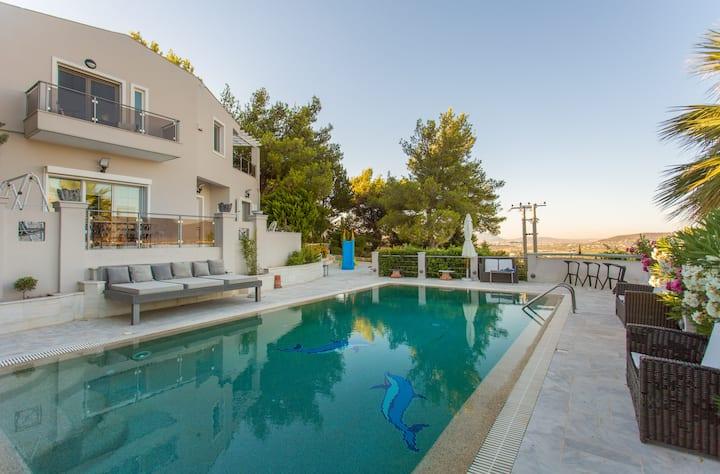 Stunning Villa Maya, Athens Suburbs Great Views