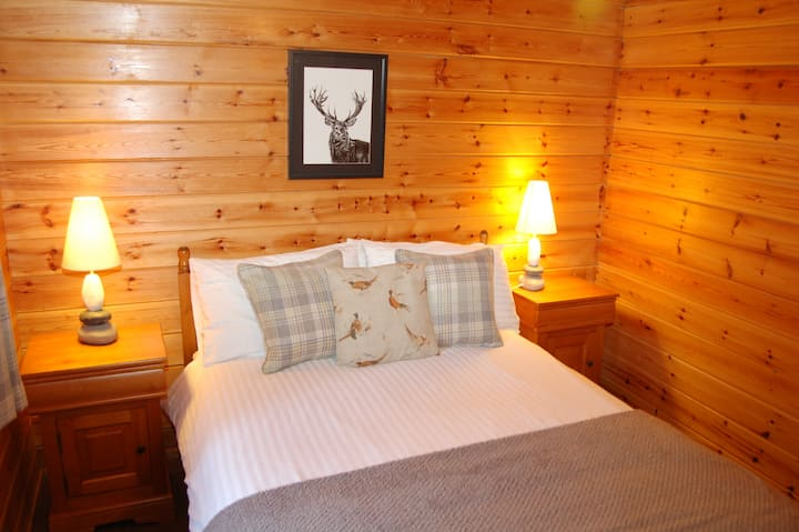 Cosy Rowan (3) woodland lodge by Killin, Loch Tay