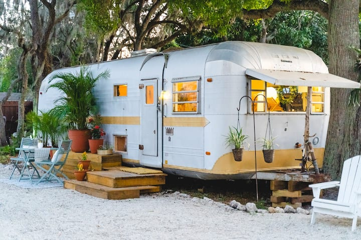 Vintage '71 Airstream - Pool, Spa, Lanai & Beaches