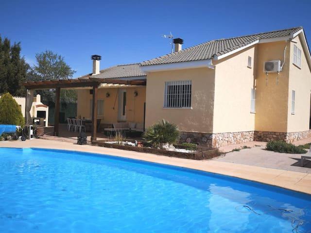 Villa Med svømmebasseng