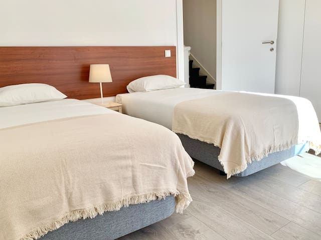 Suite 2 / Room with bathroom / Quarto com casa de banho