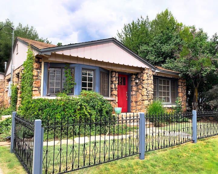 Walnut Stone Cottage *Downtown Flagstaff