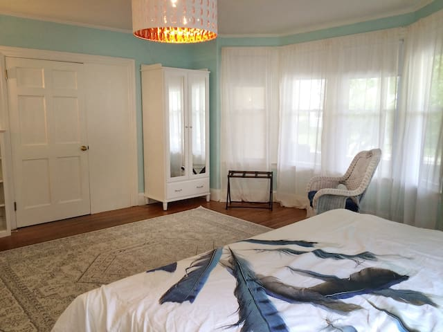 Sitting area and wardrobe in king bedroom.