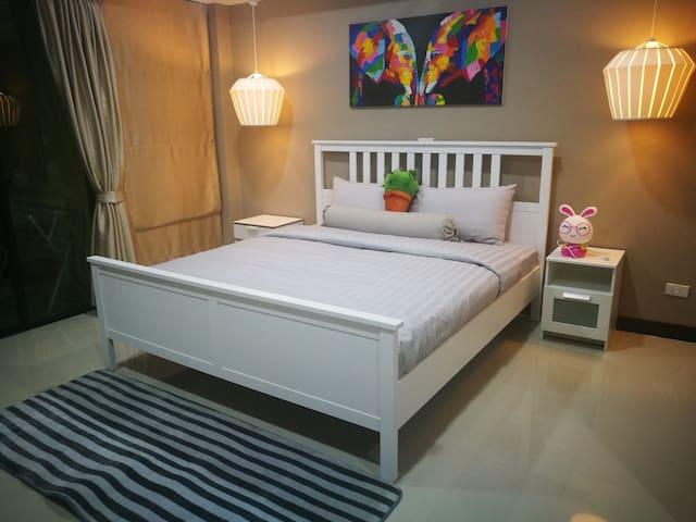 AD'S GUEST HOUSE  Comfort  Big Bed Room No.5