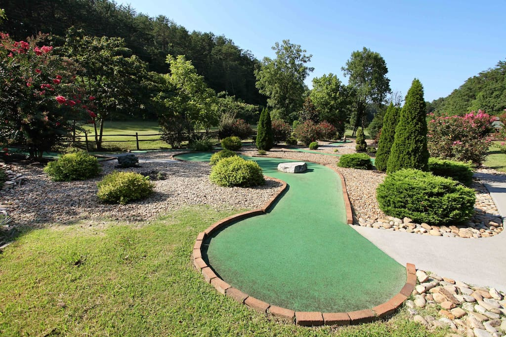 A Little Slice of Heaven-Resort Mini Golf