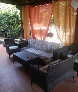 Veranda fresca per ottimo relax - Manziana