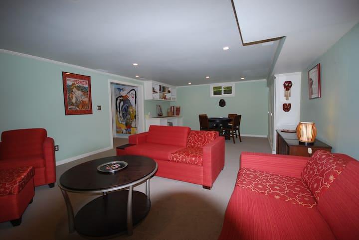 Kitschy Eclectic Lounge - near Alberta Street