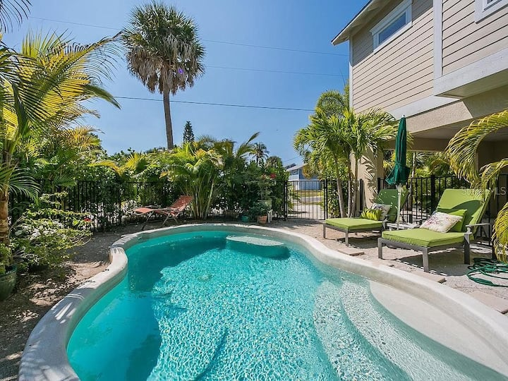 Seabreeze Escape - 3 bedroom with Heated Pool