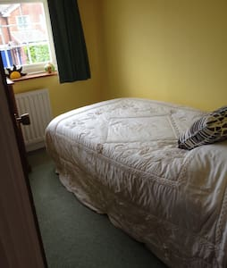 Comfortable Single - Horsham