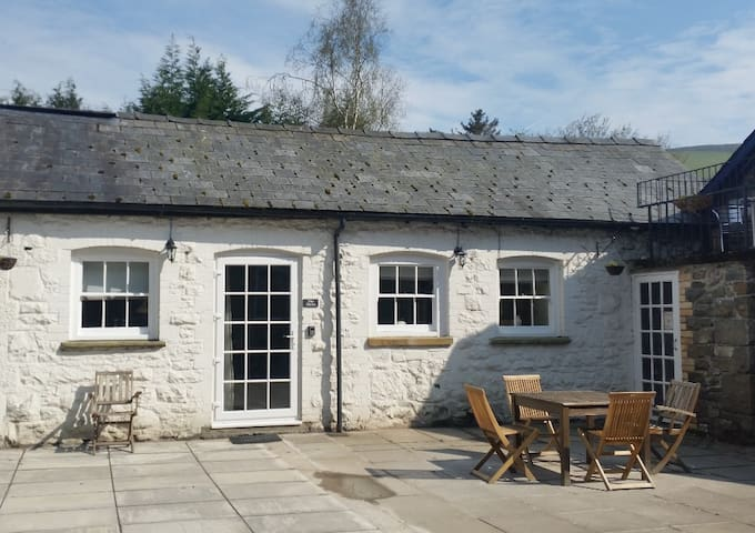 The Mews Cottage, Rhayader, Mid Wales - Powys
