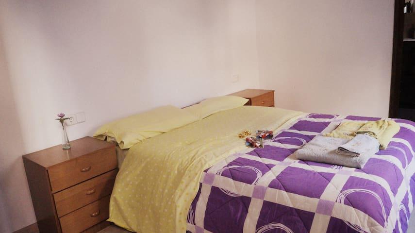 Habitación Muy Amplia Con Baño Propio :) - Tossa de Mar, Catalunya, ES