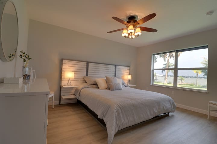 """Lakeview King Bedroom, great 2nd """"Master"""""""
