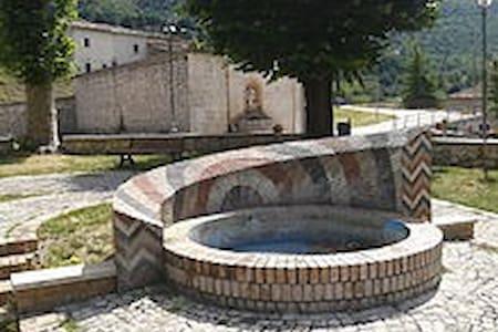 Casa Immersa nella tranquillità del Paese - Civita D'antino - Dům