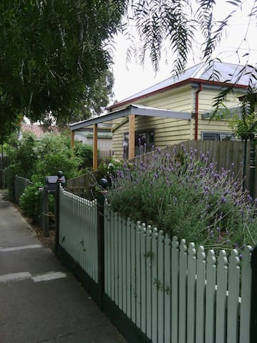 In the heart of Spotswood - Spotswood - Flat
