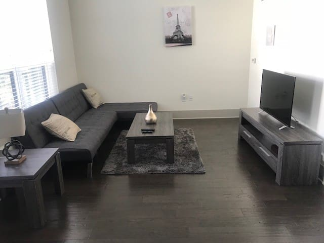 MODERN APT . ***GREAT LOCATION  BOOK  TODAY ***