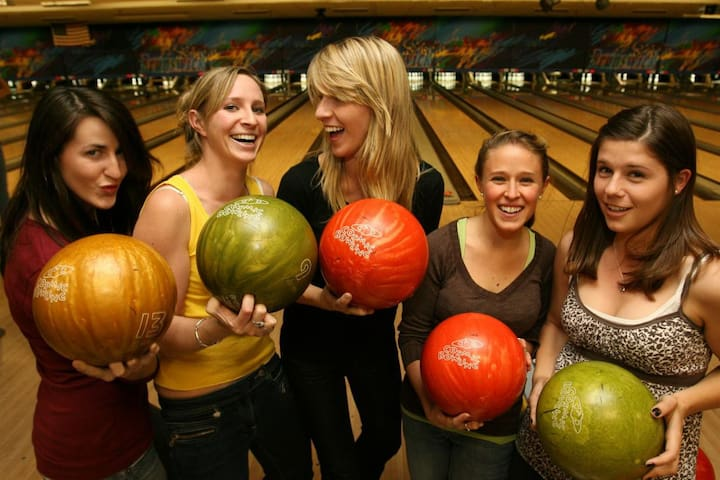 Rainy Day Activity: : Laurel Lanes bowling is a couple blocks away -- they serve food also!