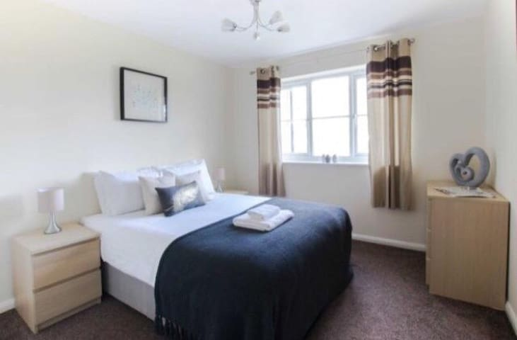 spacious two bedroom apartment in Bromley