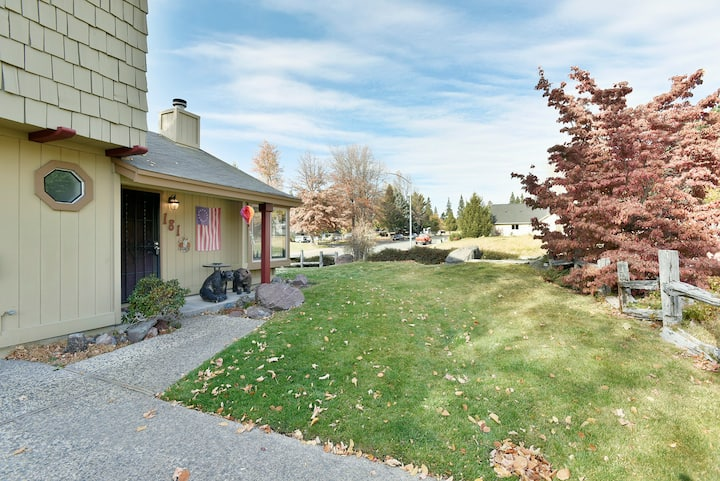 Mt Mustang Condo-Close to parks, 🐶 Ms view, Wi-Fi