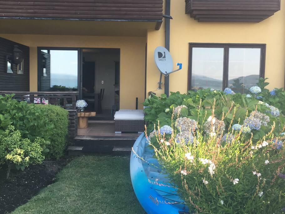 Terraza cn acceso a jardín (piscina, playa)