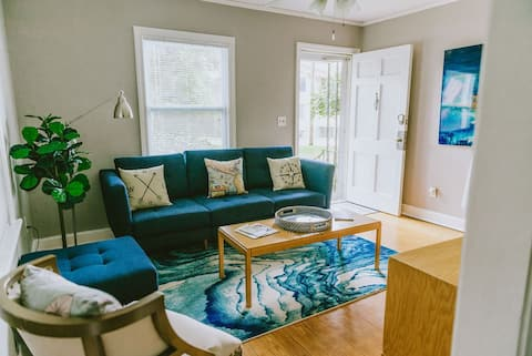 The T-Bolt Retreat 2BR/1BA- 10 minutes to downtown