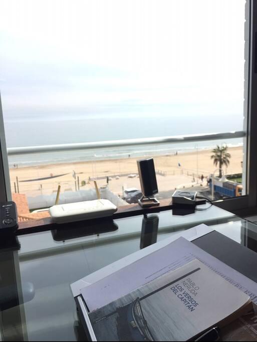 Despacho con vistas al mar