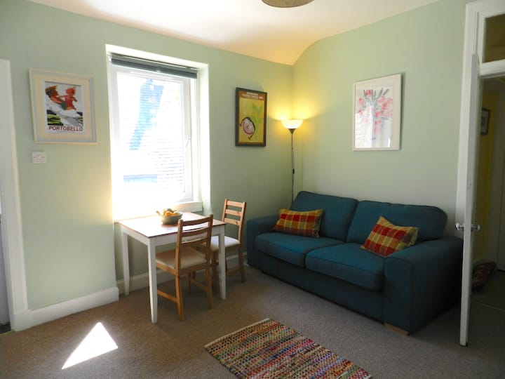 Tranquil apartment, minutes from Edinburgh's beach
