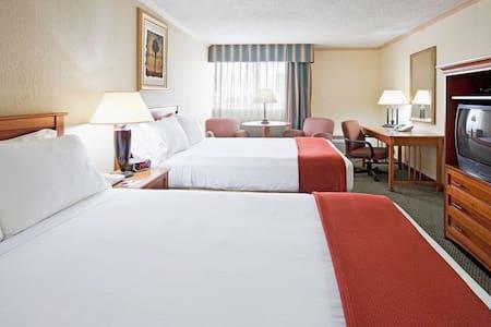 Comparto  habitacion de hotel doble cama 29 enero - 海厄利亚(Hialeah)