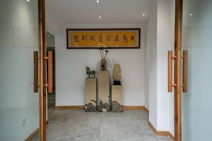 曼弄枫勐泐大佛寺附近月影星河度假别墅豪华套房