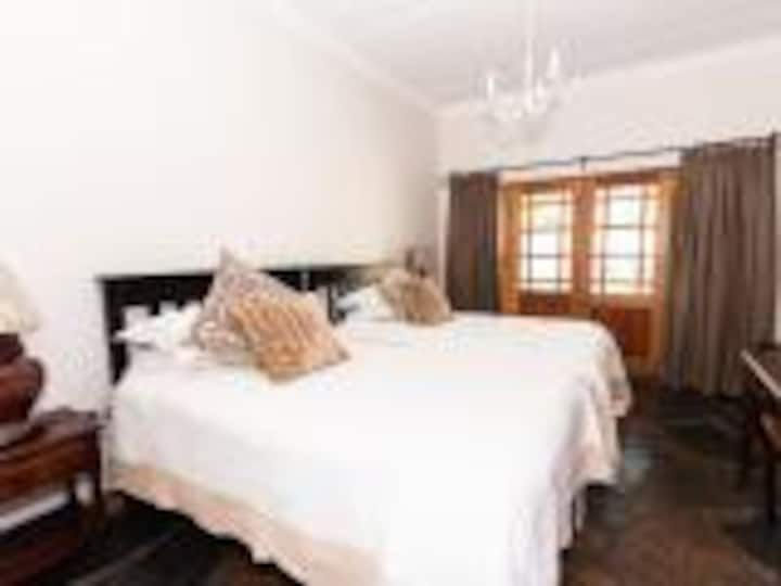 Presidents Boutique Lodge - Semi Self-Catering