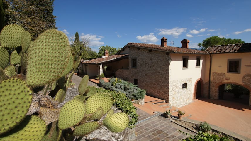 Cypresses - Tuscan farmhouse with swimming pool - Rignano Sull'Arno - Apartamento